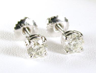 0.95 CTW Round Diamond Stud Earrings (1.0ctw - SI1/2 - H-I)